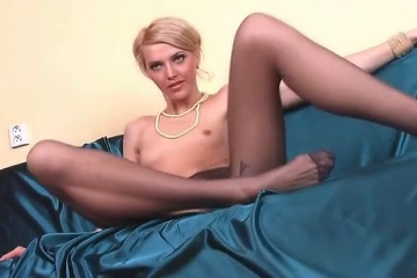 Skinny babe with long pantyhose